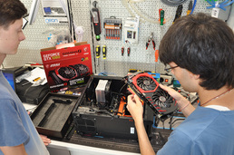 Wir erläutern auch die einzelnen Baugruppen, damit Du mehr Verständnis für die Funktionsweise der Hardware-Komponenten bekommst.