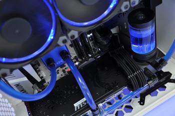 Alphacool Custom-Wasserkühlung